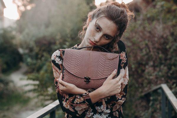 Leonika Piel bolso-baul-rosa-artesanal-bolso-rosa-nude-2