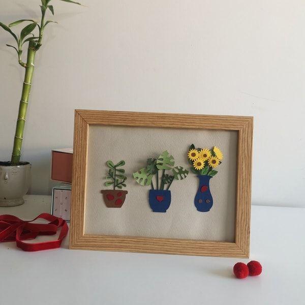 Cuadro con plantas en relieve hechas con cartulina, hecho a mano.