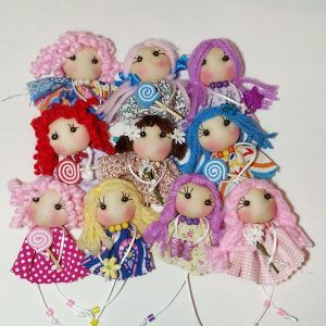un baúl de princesas Broches muñecas de tela